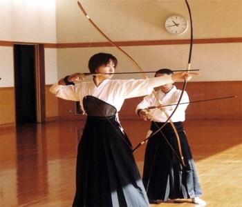 http://martialsport.ru/wp-content/uploads/2011/11/kyudo2.jpg