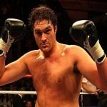 Британский боксер Тайсон Фьюри техническим нокаутом выиграл бой уже 19-й раз подряд, отправив в нокаут американского боксера Винни Маддалоне